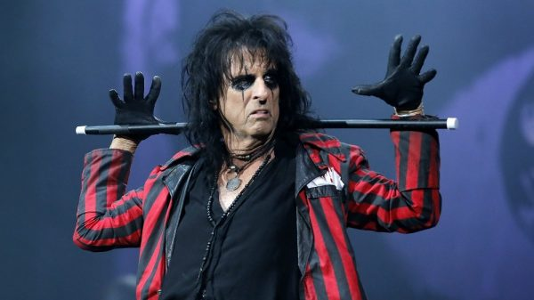 "Alice Cooper: ""I Like Paul Stanley. Which Number Face Is He On Now?"""