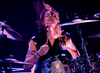 """The Darkness' Rufus Taylor: """"I'm A Great Believer In Giving Absolutely Fucking Everything""""…"""